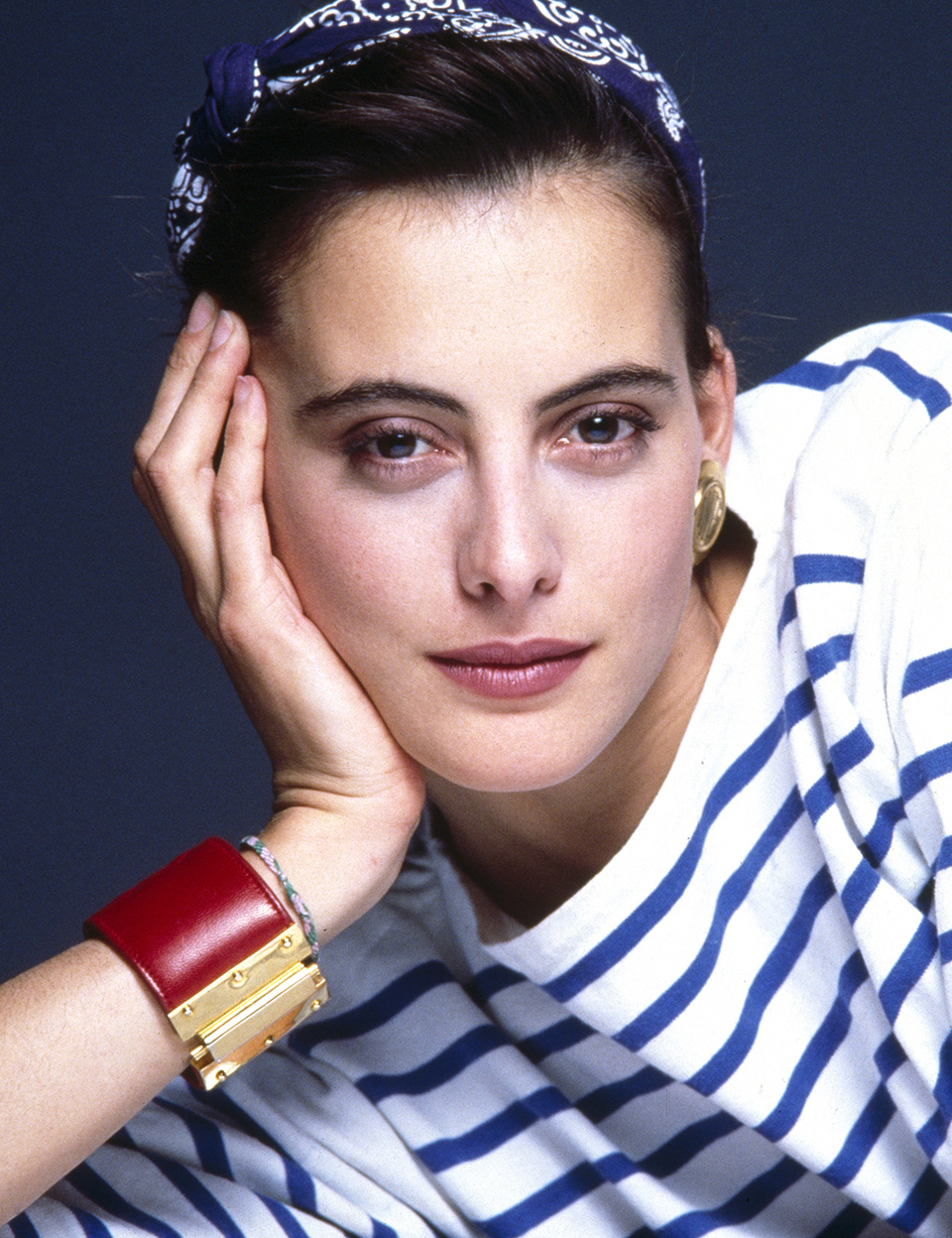 パリ・シックを体現する永遠のファッションアイコン、イネス・ド・ラ・フレサンジュ。