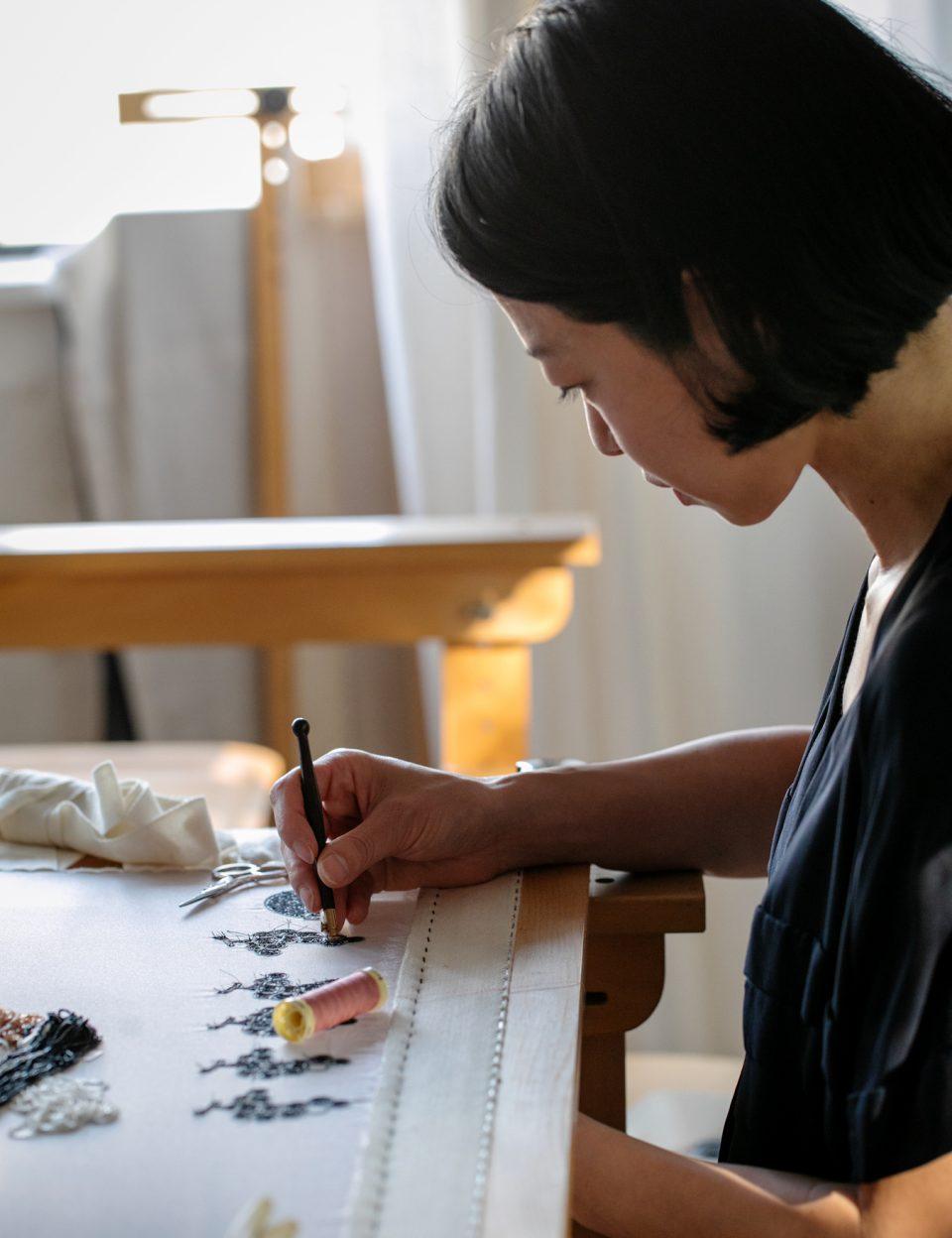 """刺繍作家・小林モー子が語る、フランス流のものづくり""""サヴォアフェール""""について。"""